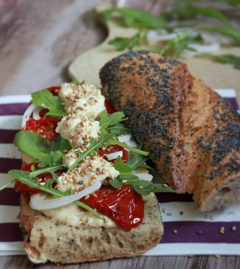 Sandwich houmous tomates séchées