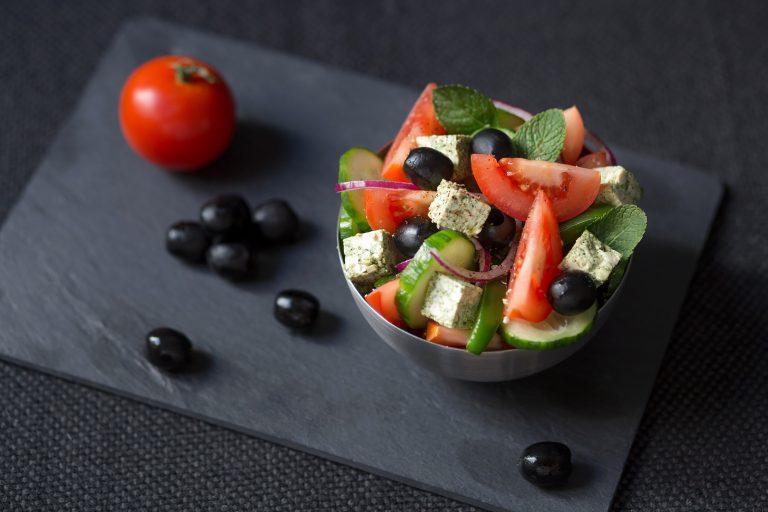 Salade grecque au tofu lactofermenté