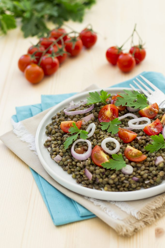 Salade de lentilles recette vegan pratique - Cuisiner lentilles seches ...