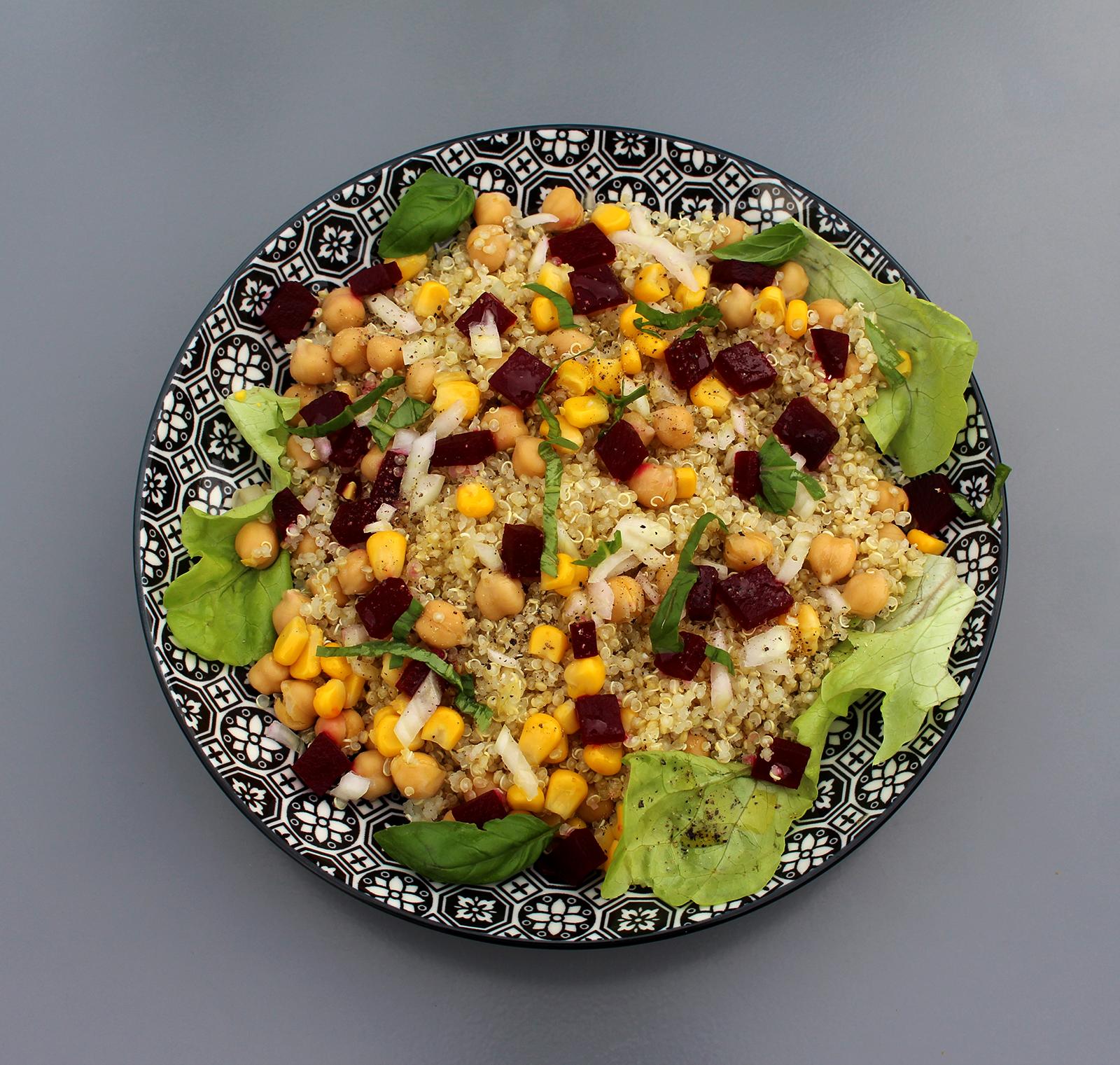 salade de quinoa aux pois chiches et aux betteraves recette vegan pratique. Black Bedroom Furniture Sets. Home Design Ideas