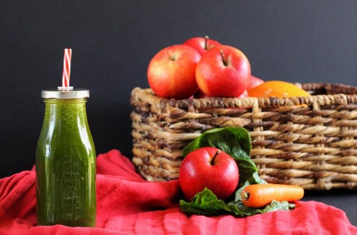 Jus vert du débutant : épinard, carotte & pomme